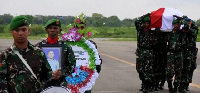 Jenazah Korban Heli Pratu Yanuarius Loe Tiba di Kupang