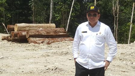 """Samaun Dahlan : Cegah Covid -19 Tim """"SADAR"""" Colling Down, Ikut Siapkan APD Bantu Masyarakat Fakfak"""