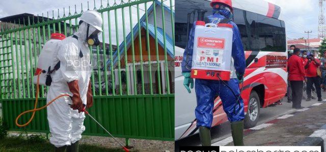 PDIP Papua Barat dan PMI Semprotkan Disinfektan, Bagi Masker dan Tandon Cuci Tangan