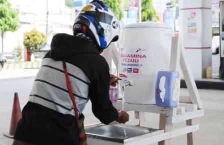 Cegah COVID-19 di Jayapura, Pertamina Sediakan Tandon Cuci Tangan dan Penyemprotan Disinfektan di SPBU