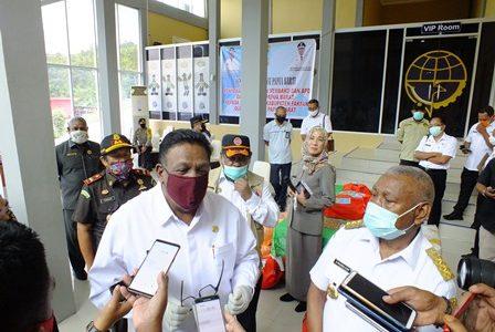 Gubernur Papua Barat Siap Bantu Mahasiswa, Bupati Fakfak : Bantuan Mahasiswa Sudah Tersedia