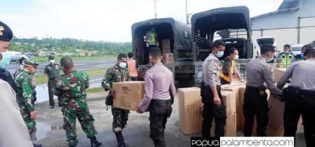 2.000 APD dan 10.000 Masker Bantuan TNI Tiba di Manokwari
