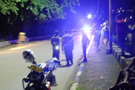 Tabrakan di Malam Takbiran Satu Wanita Meninggal, Pengendara Yamaha Mio Masuk UGD, Avansa Kabur
