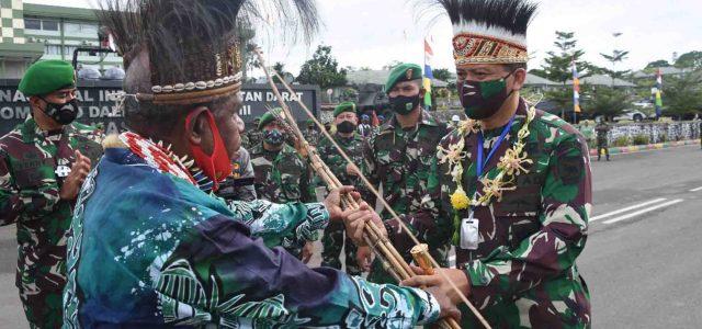 Sambutan Perdana Pangdam XVIII/Kasuari Mayjen TNI I Nyoman Cantiasa