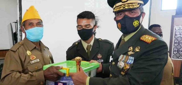 Dirgahayu TNI: Kodam XVIII/Kasuari Santuni Veteran dan Warakawuri
