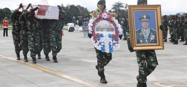 Jenazah Letjen TNI Herman Asaribab Tiba di Jayapura