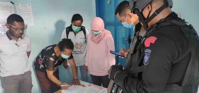 Dengan Pengawalan Sat Brimob Polda Papua Barat 360 Dosis Vaksin Tiba di Kabupaten Manokwari Selatan