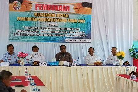 Buka Musrembang Tingkat Distrik di Bomberay, Bupati Fakfak : Hasilnya Harus Mencerminkan Visi dan Misi Bupati dan Wakil Terpilih