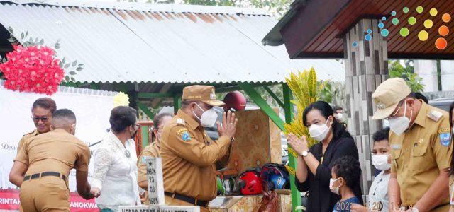 Berbelasungkawa, Bupati Manokwari Ziarah ke Makam Demas P Mandacan