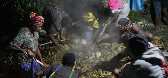 Kepala Suku Dambet, Bakar Batu Sebagai Ungkapan Syukur Selamat dari Serangan KKB