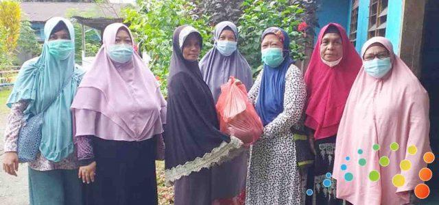 Jelang Ramadhan Ibu-Ibu Pengajian Masjid Al-Muttaqin Kampung Ambon Berbagi Sembako