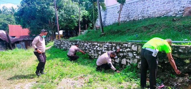 Jelang Hari Bhayangkara Ke-75, Polres Fakfak Bakti Sosial di Tempat Ibadah