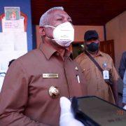 Gubernur Papua Barat: Warga Jangan Takut Ikut Vaksinasi